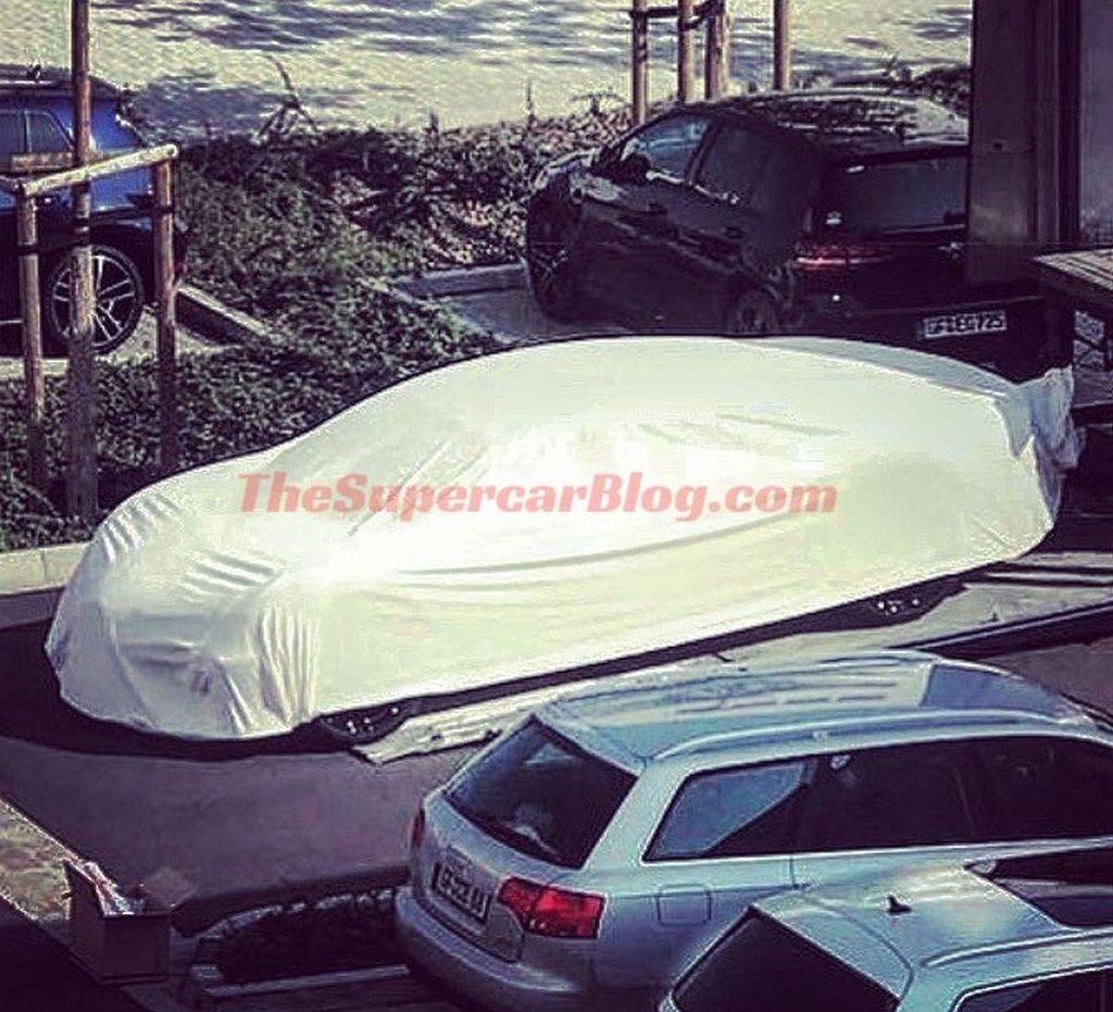 2024 - [Bugatti] 16C Galibier - Page 8 Bugatti-4-door-hybrid-spy-shots-scoop-Galibier
