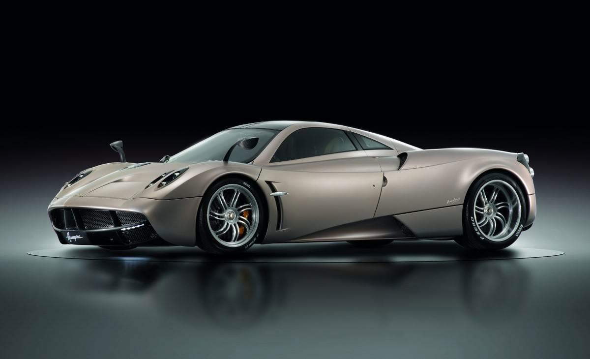 Top 10 najbrzih Automobila na Svetu  2013-Pagani-Huayra-in-studio