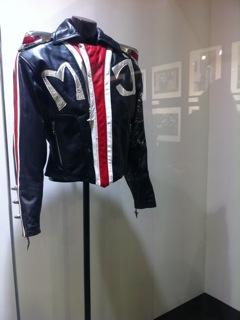 Costumi storici di MJ saranno in tour e successivamente all'asta 2012-10-04-19.34.56