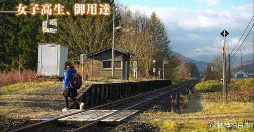 ஒரு மாணவிக்காக இயங்கும் ரயில்! Japan-hokkaido-station-4