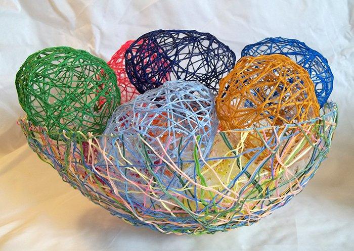 Los huevos de cadenas Make-string-eggs-easter-main