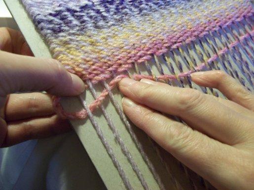 Tejido en telar de fabricación casera sencilla Basic-weaving-with-a-homemade-loom-top-tip2