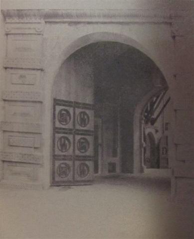 La Wewelsburg  Centre Spirituelle de la SS Wewelsburgcastlegate1943
