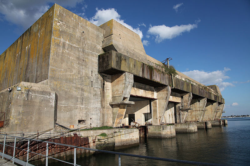cherche.... (fraicheur) Base_de_sous-marins_de_Lorient-Keroman_8