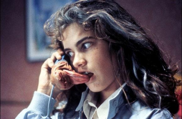 The Missing Foreros - Página 4 Nightmare-on-elm-street-phone-tongue