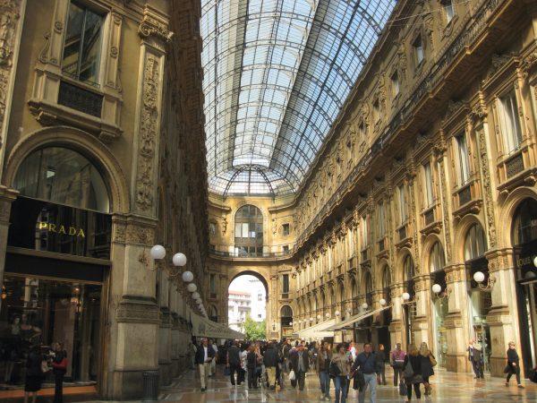 Rusija Galleria-Vista-verso-Piazza-della-Scala-600x450