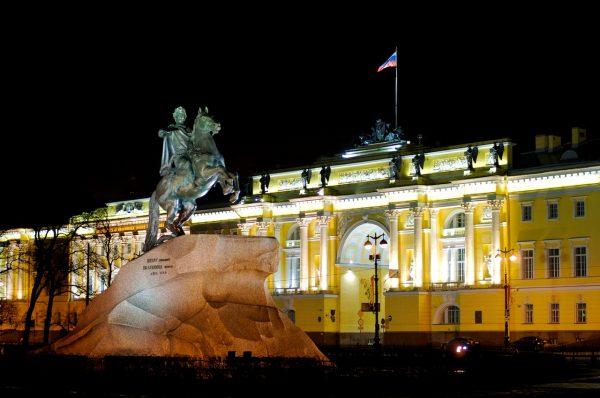 Rusija The-Bronze-Horseman-600x398