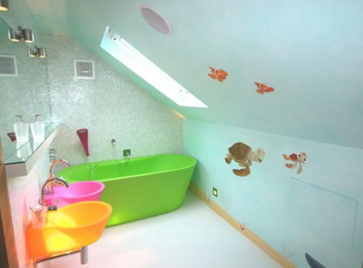 حمامات لأطفالك Interior-classy-kids-bathroom-with-turtle-graphic-art-and-green-bathtub-the-best-brilliant-kids-bathroom-decorating-ideas-pottery-barn-kids-childrens-bathroom-design-ideas-kids-bathroom-themes-718x531