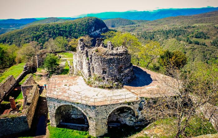 Что нужно обязательно посетить в Абхазии? Anakopijskaya-krepost-v-abxazii