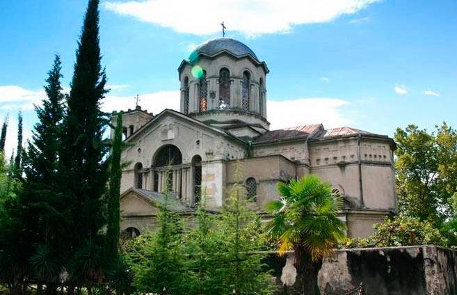 Что нужно обязательно посетить в Абхазии? Blagoveshhenskij-kafedralnyj-sobor-suxumi