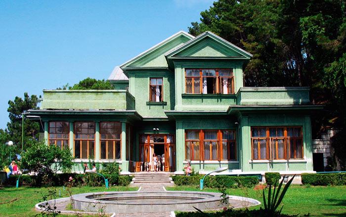 Что нужно обязательно посетить в Абхазии? Dacha-stalina-na-ozere-rica