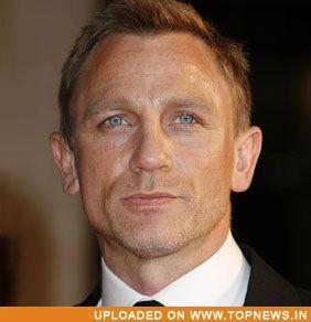 PEINTURE : visage d un acteur a l acrylique  Daniel-Craig1