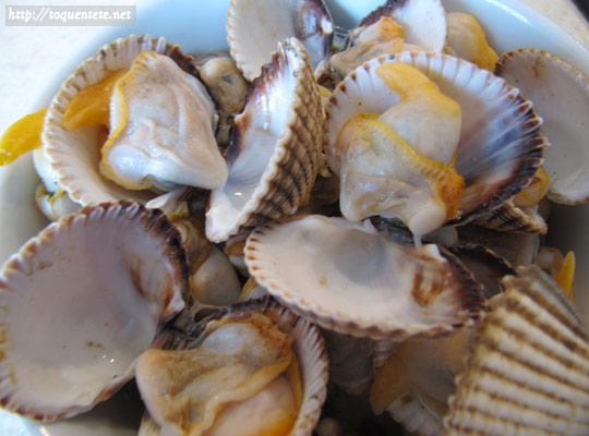 Le marchand de coquillages : septembre 2013 Retirer_le_sable_des_coques_max