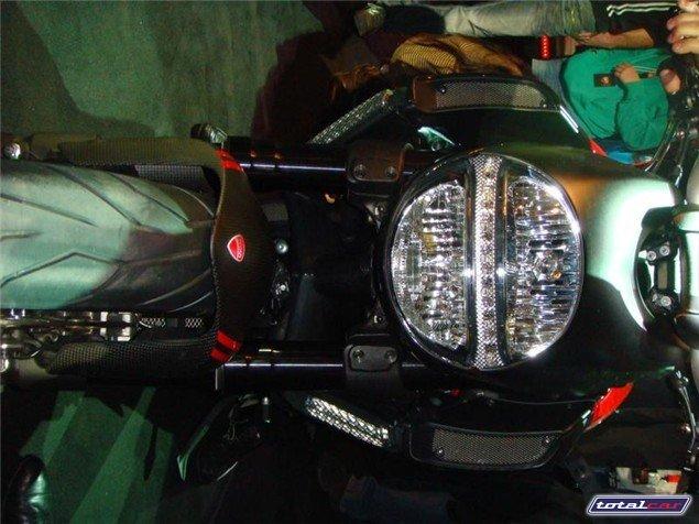 Ducati 08-diavel