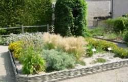 We want a  shrubbery !!! Jardin_Chateau_Jaune_Chevillon2
