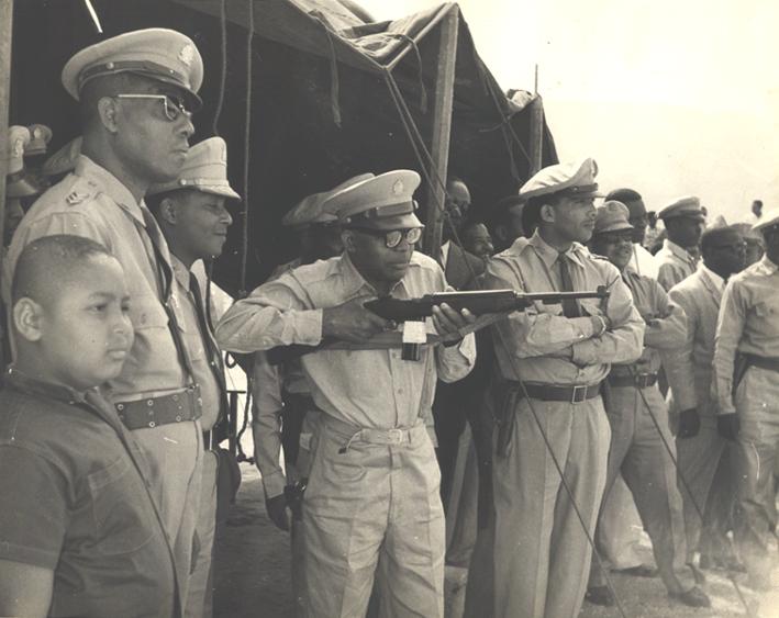 Makout ti forom Zouke ak  bann medam fiyèt lalo yo, jou va, jou vyen  Duvalier-francois-jeanclaude-enfant