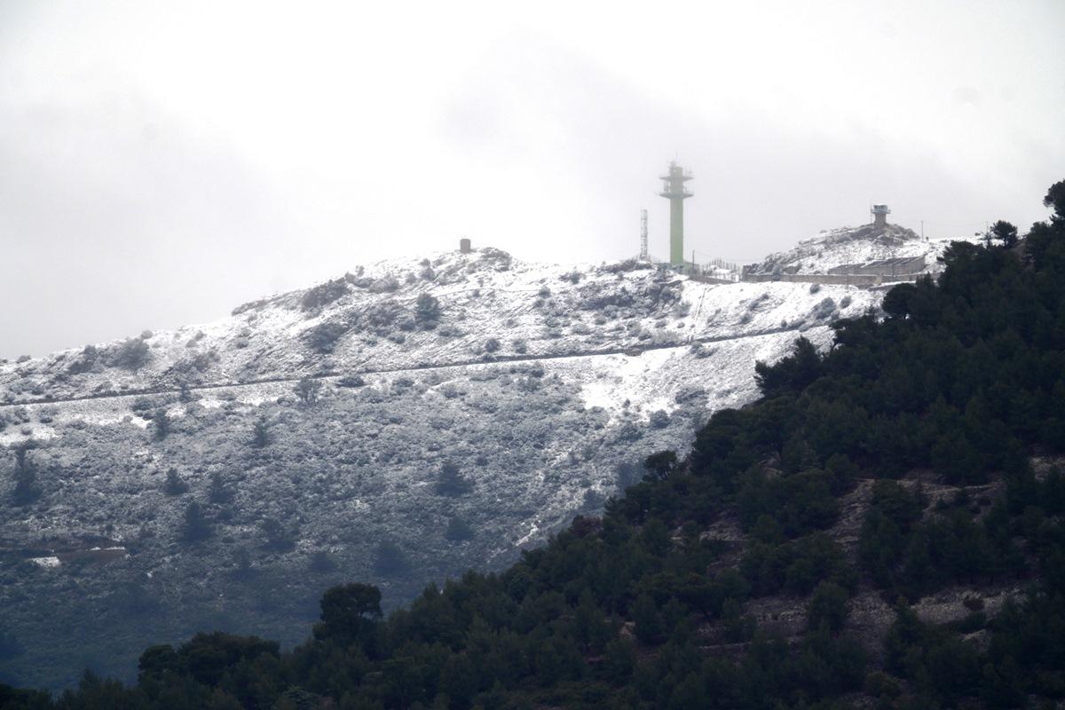 Le Mt CAULE ! ( Toulon ) sous la neige  SDIM7581