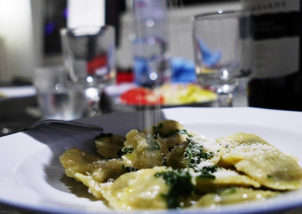 Pluie de parmesan sur des raviolis P1360730