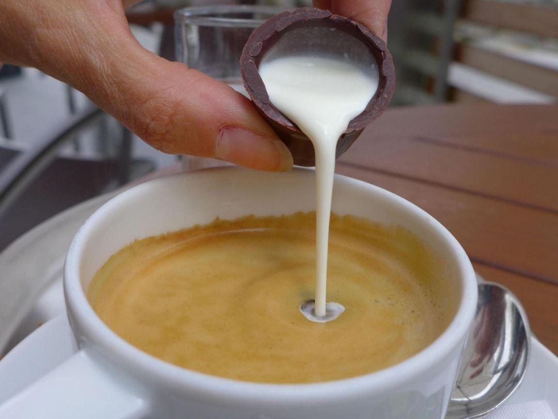 Un petit café .. oui mais avec ... P1170133