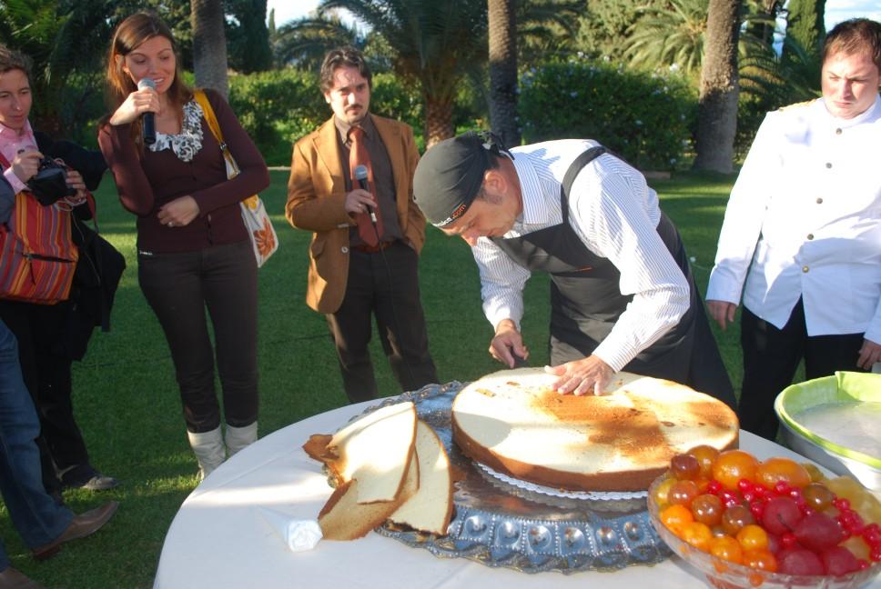 ricette per natale Sicilia 11_taglio_del_pan_di_Spagna