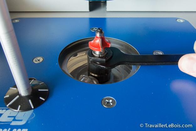 Premiers essais avec une défonceuse sous table Table-kreg-defonceuse-triton-56