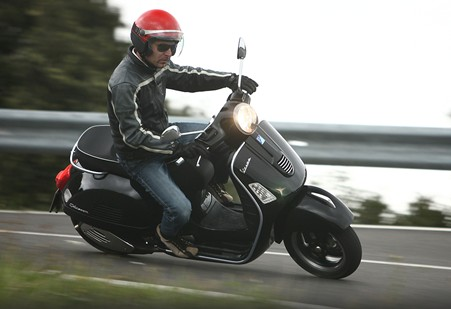 2011 Honda SilverWing SW-T Vespa-gts-300-super-scooter-2009-1