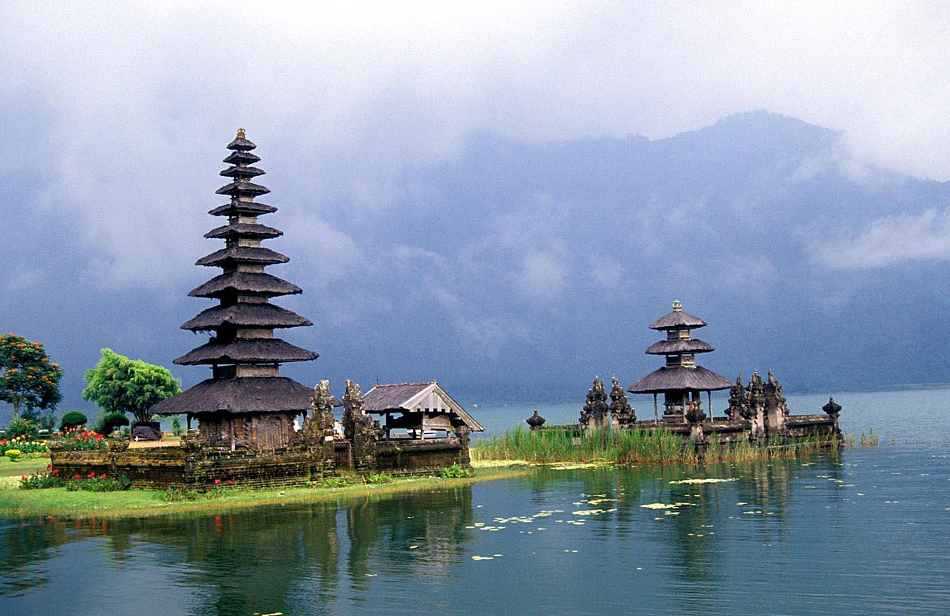Bali DPS%20Bali%20Lake%20Bratan%20Temple2_b