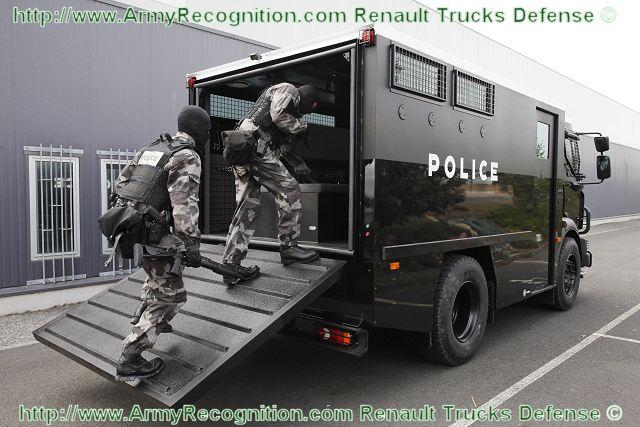 مصر تعقد صفقات لشراء مدرعات  MIDS_Midlum_Security_and_Public_Order_Vehicle_Renault_Trucks_Defense_002