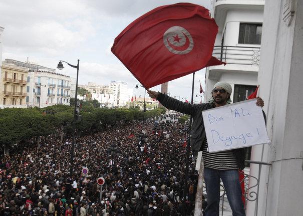 نهاية مسلسل الثورة التونسية 641236_protest-in-tunis