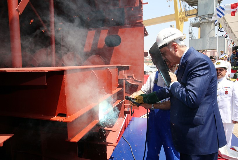 أردوغان يشارك في حفل إنزال الكورفيت المحلي الصنع TCG Kınalıada Ada-class 2017-07-03-gemi-17