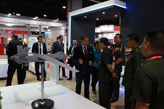 الطائرات التركية تلقى اهتماما كبيرا في معرض تايلاند للصناعات الدفاعية 2017-2f11-2fanka