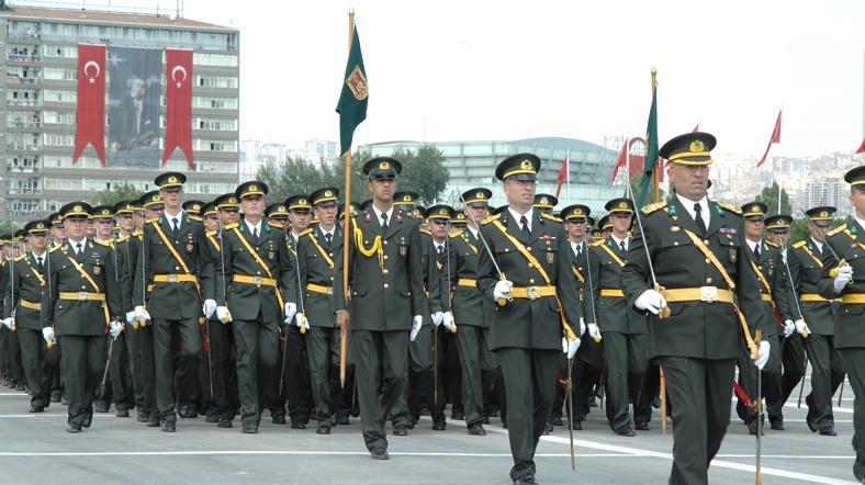 مركز دراسات تركي يقدم 6 مقترحات لإصلاح الجيش Asker-yuruyus-tsk