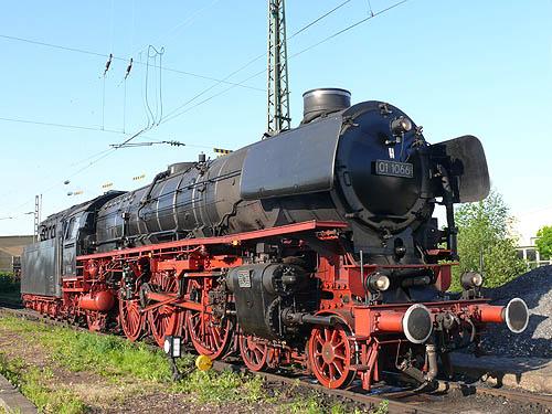 Zwei Pazifics der deutschen Bahnen: BR 01 und 03 011066