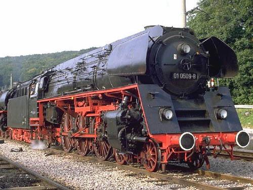 Zwei Pazifics der deutschen Bahnen: BR 01 und 03 01509