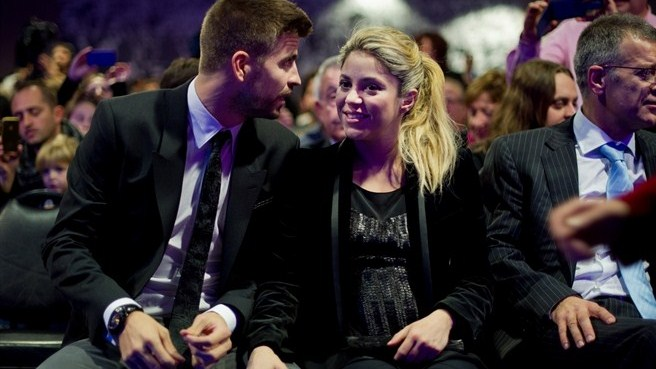 Shakira and Pique. - Page 3 1908264_w2