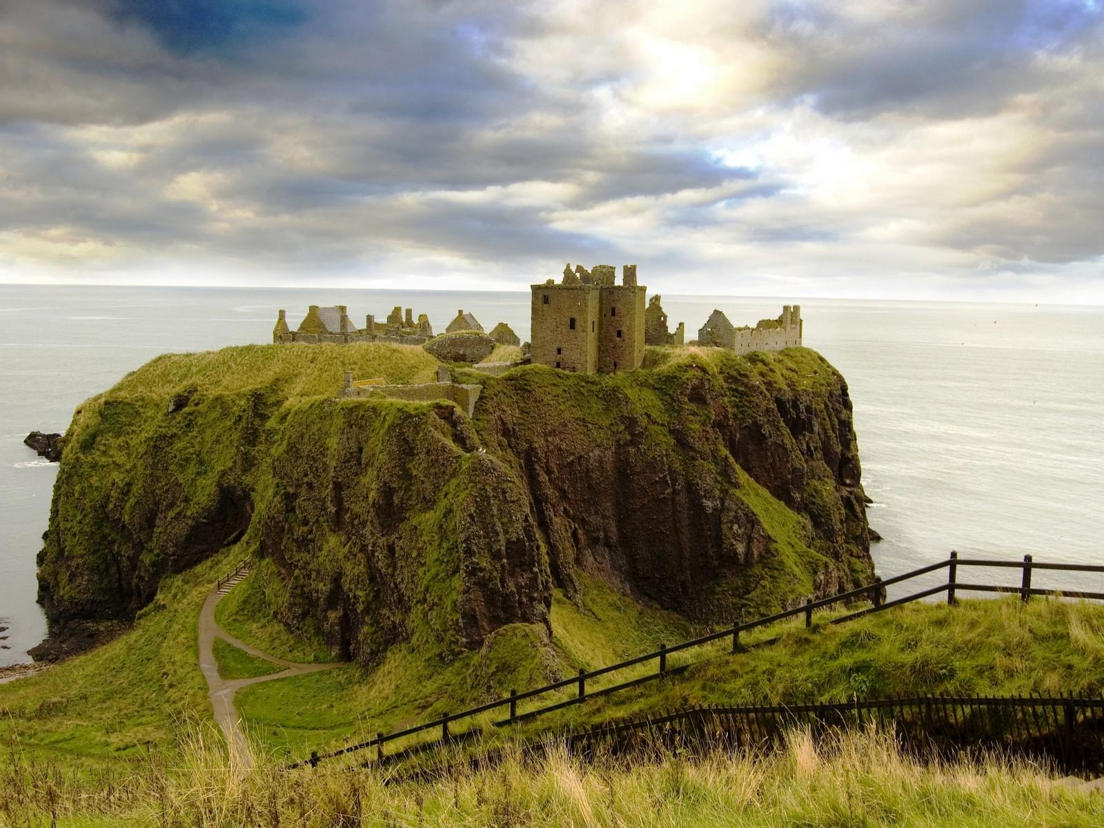 Los castillos más bonitos  Dunnottar_castle_aberdeen_scotland