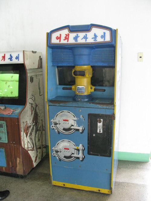 Santa's Village - Page 3 North-korean-arcade-photos-4a