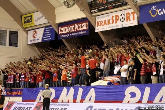 Fenomenul Ultras in alte sporturi - Pagina 2 Wisla-spartak_10