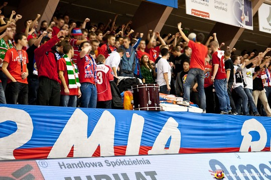 Fenomenul Ultras in alte sporturi - Pagina 2 Wisla-spartak_14