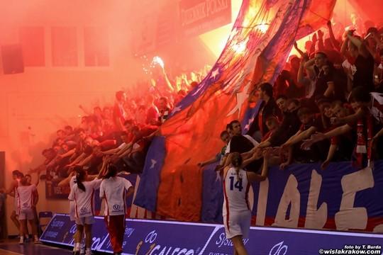 Fenomenul Ultras in alte sporturi - Pagina 2 Wisla-spartak_8