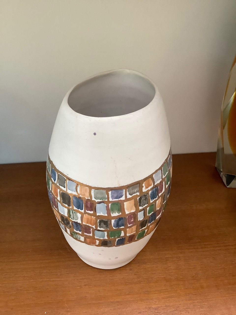 white pot with gold and colour decoration marked with an M Rich2