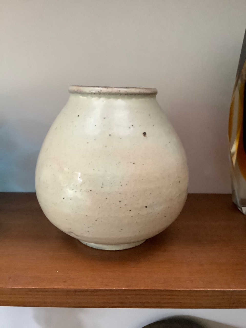 white textured vase labels and possible half makers mark. White11