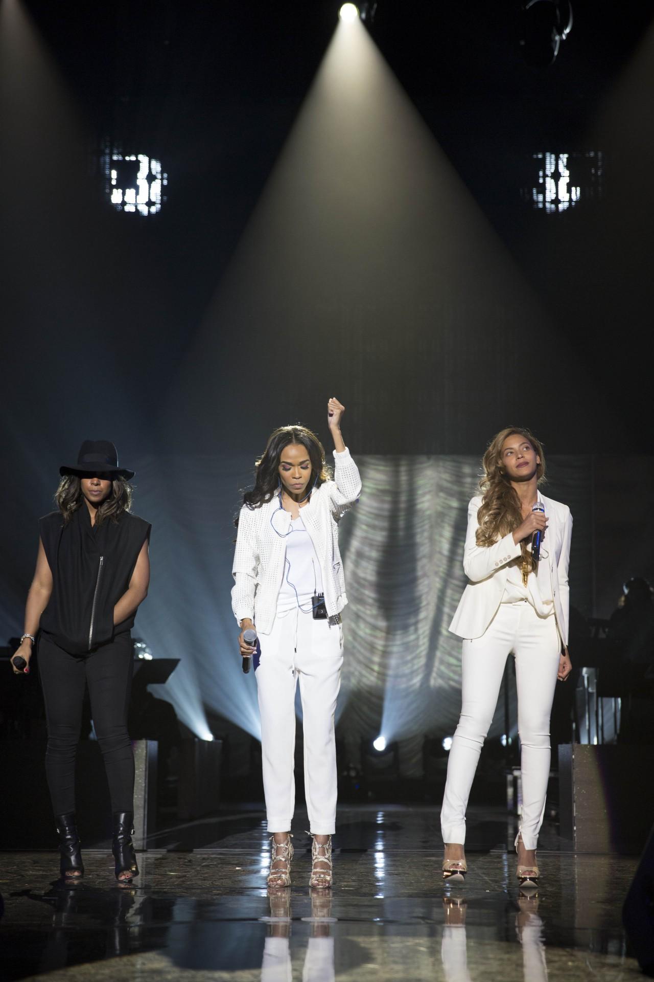 News sobre Destiny's Child - Página 39 EMU_2293