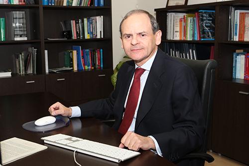 """El director (católico del Opus Dei) de un centro público de investigación, """"evangeliza"""" a sus investigadores. Llorca%20interior"""