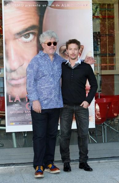 ¿Cuánto mide Jan Cornet? - Altura Director-Pedro-Almodovar-Prada-Espadrille-Wingtip-Brogues-The-Skin-I-Live-In-photocall