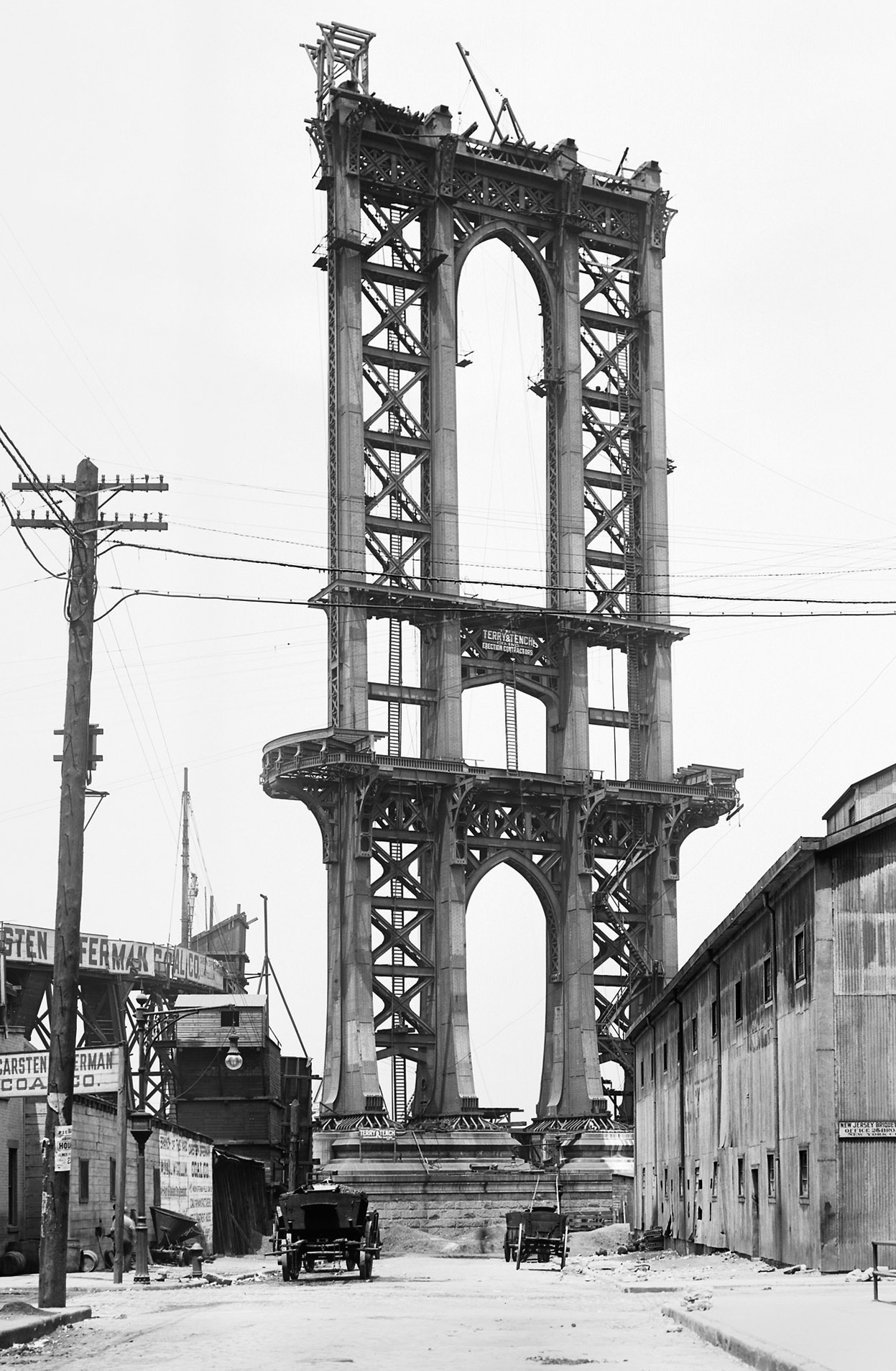 Open Gallery : postez les plus belles images que vous croisez... - Page 17 Manhattan-Bridge-construction-Washington-Street-in-New-York-on-June-5-1908-Eugene-de-Salignac.