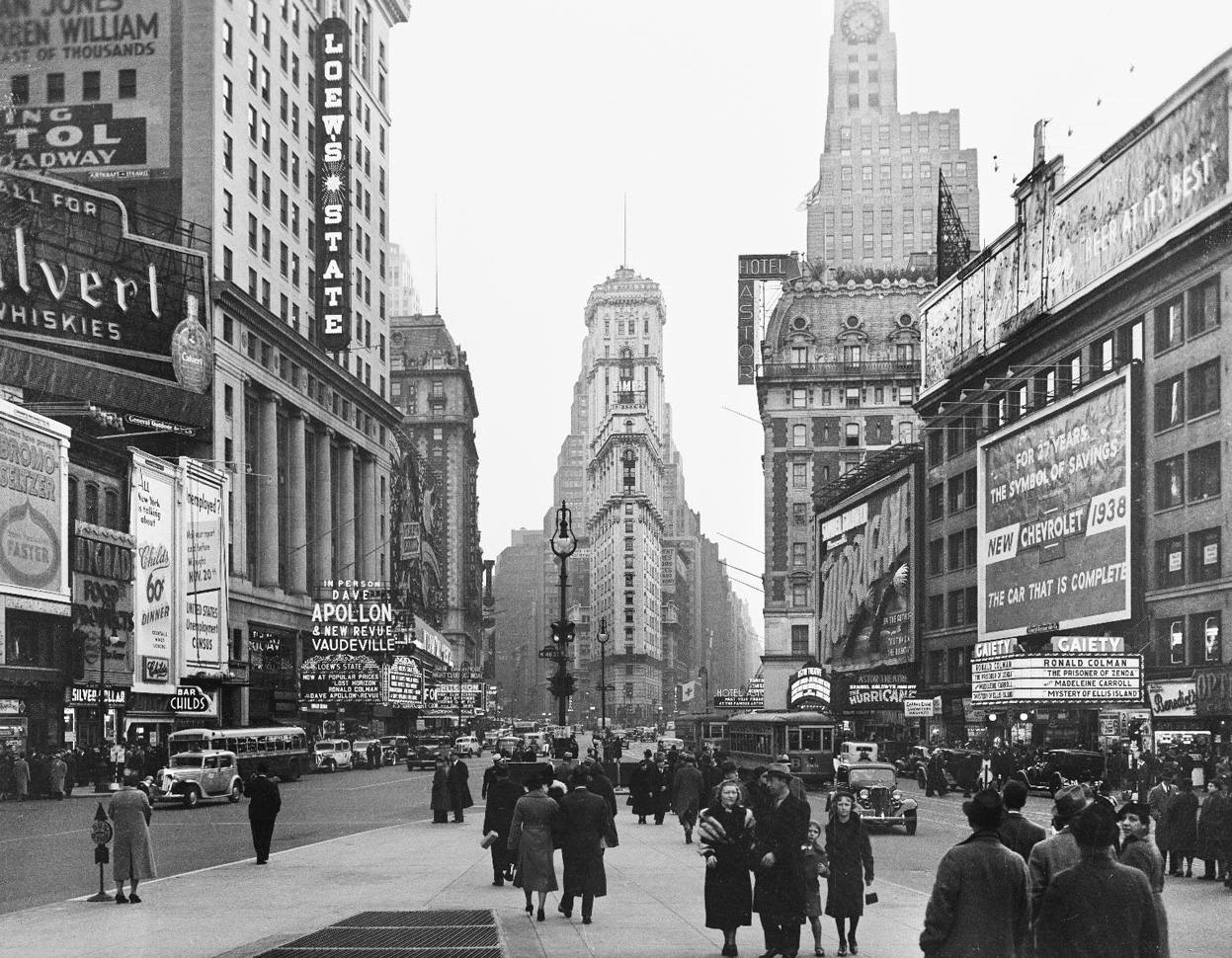 Open Gallery : postez les plus belles images que vous croisez... - Page 17 Times-Square-New-York-City-January-1938-Bofinger-E.M.