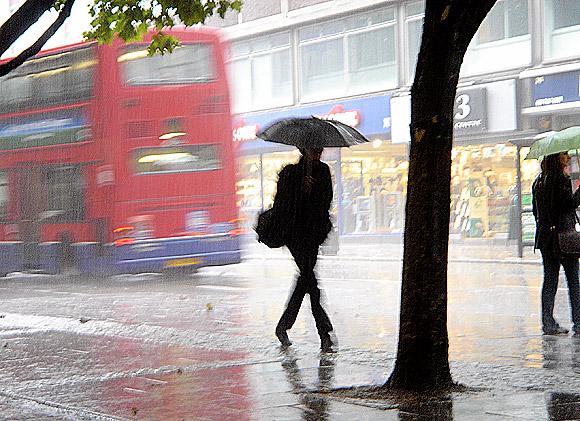 Kisa - Page 2 London-rain-02