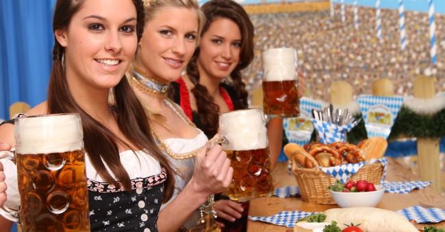 [Sujet Unique] Anniversaires des membres - Page 7 Oktoberfest_munich_oung%20women_beer_stein_pavilion_0