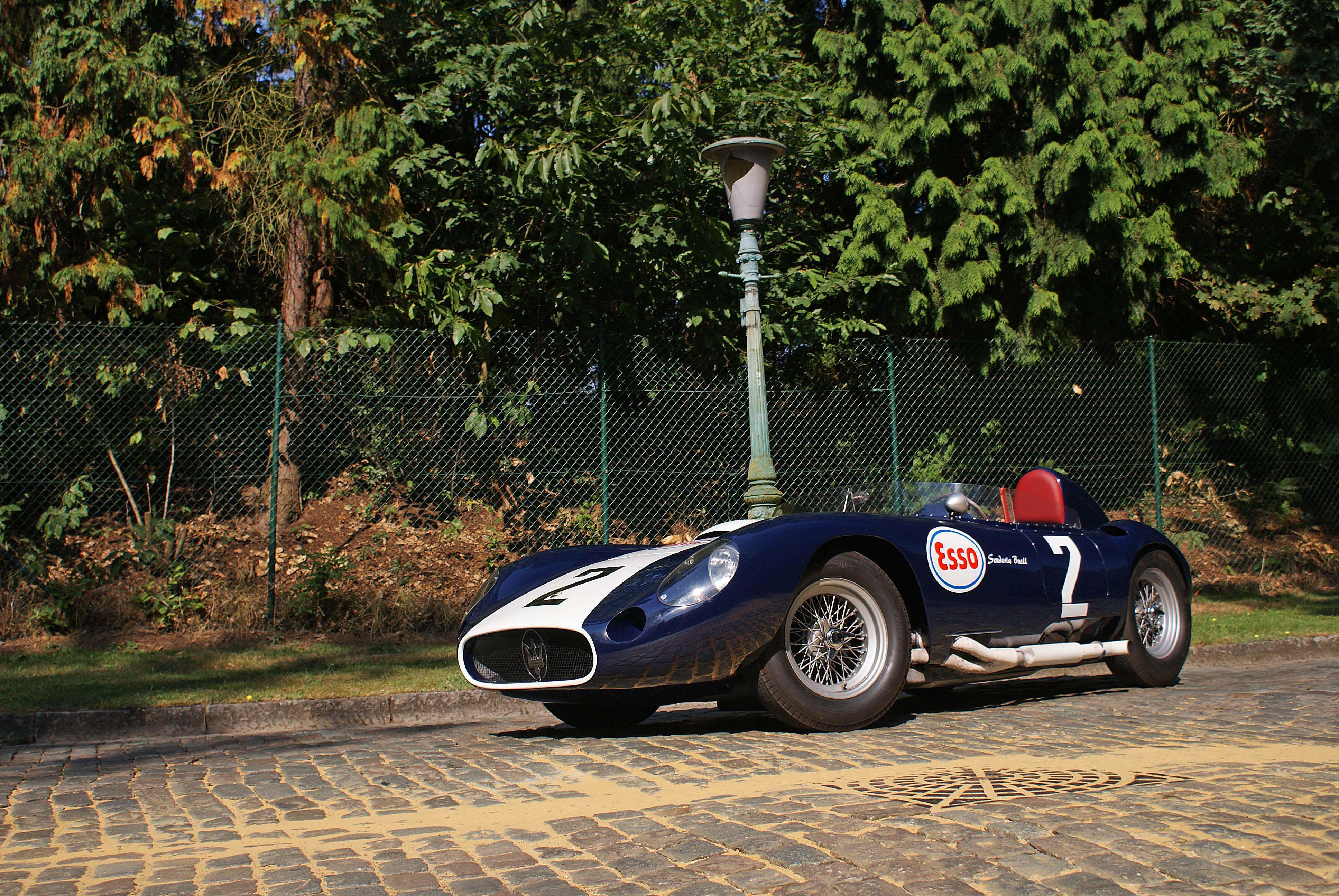 """Sondaggio RC2 """"Vota la Maserati del Centenario"""" - Pagina 2 Maserati-450S-bleu-Bruxelles-3-4-avant-gauche"""